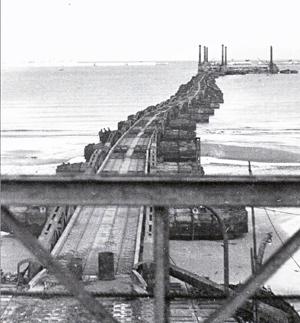 Christopher a long le port artificiel d 39 arromanches et le pont bailey de pont farcy - Port artificiel d arromanches construction ...